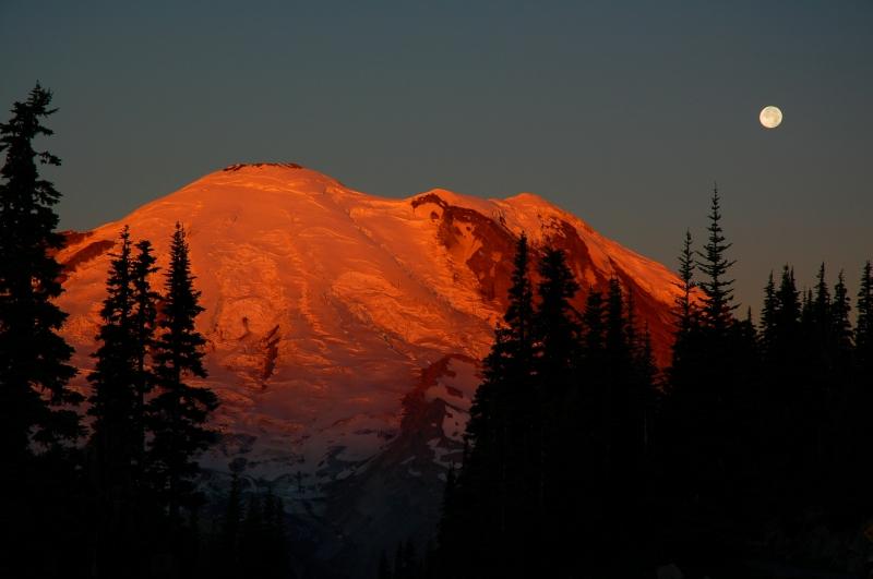 Sun rise, moon set