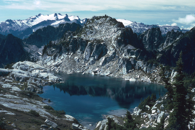 Washington's High Lake fishery is not just about the fish.  It's also about the settings -  lakes in dramatic high elevation panoramasÉ